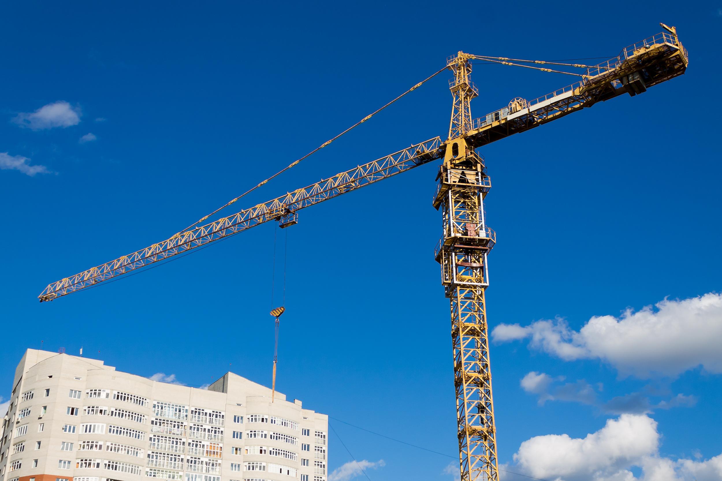 высокой кран строит дом фото будут