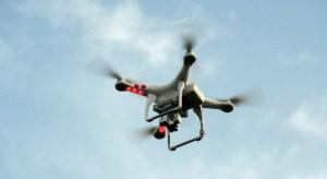 Zielona Góra: policjanci przy wykorzystaniu dronów sprawdzają przestrzeganie obostrzeń