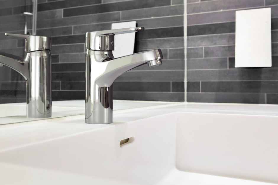 Jaką baterię łazienkową wybrać, by zmniejszyć opłaty za wodę?