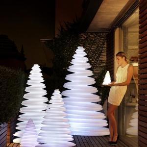 Nastrój świąt stworzy ledowa lampa w kształcie choinki