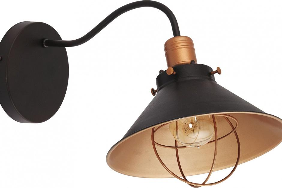 Lampy w salonie rodem ze starego warsztatu