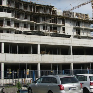 W Krakowie rośnie Graffit House. Zdjęcia z budowy