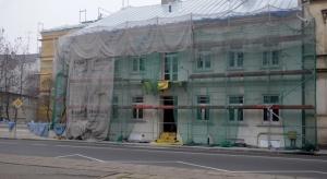 Piotrków Trybunalski: Odsłonięcie elewacji miejskiej kamienicy