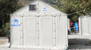 Kontenery dla uchodźców mają zastąpić namioty