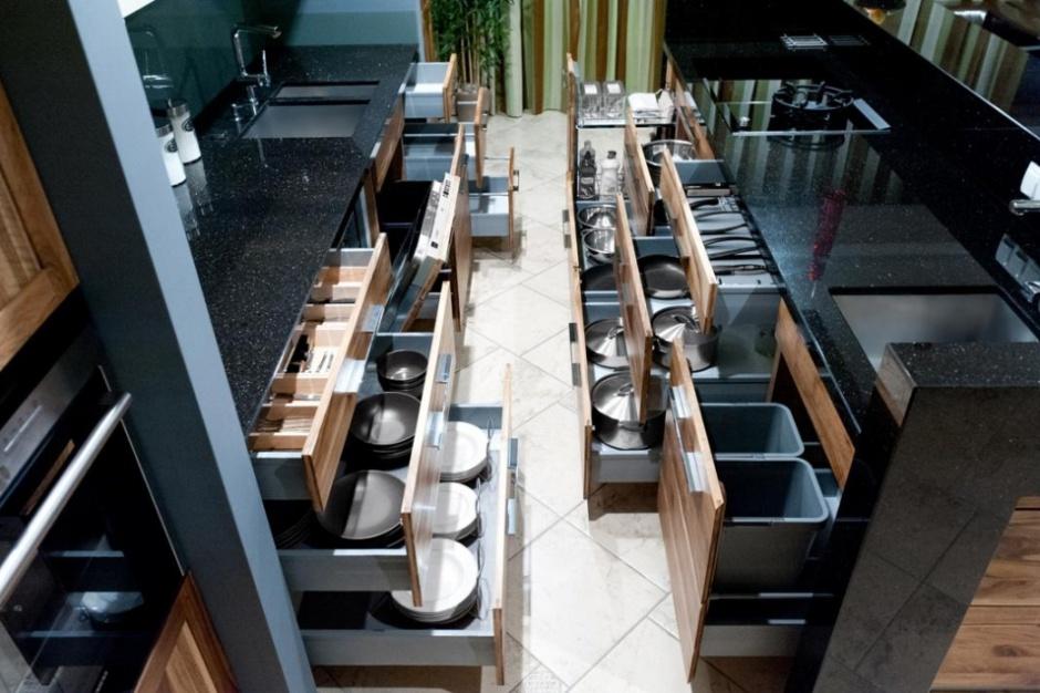 Porządek w kuchni dzięki półkom wysuwanym