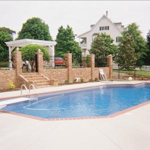 Dom z basenem - luksus nie dla każdego