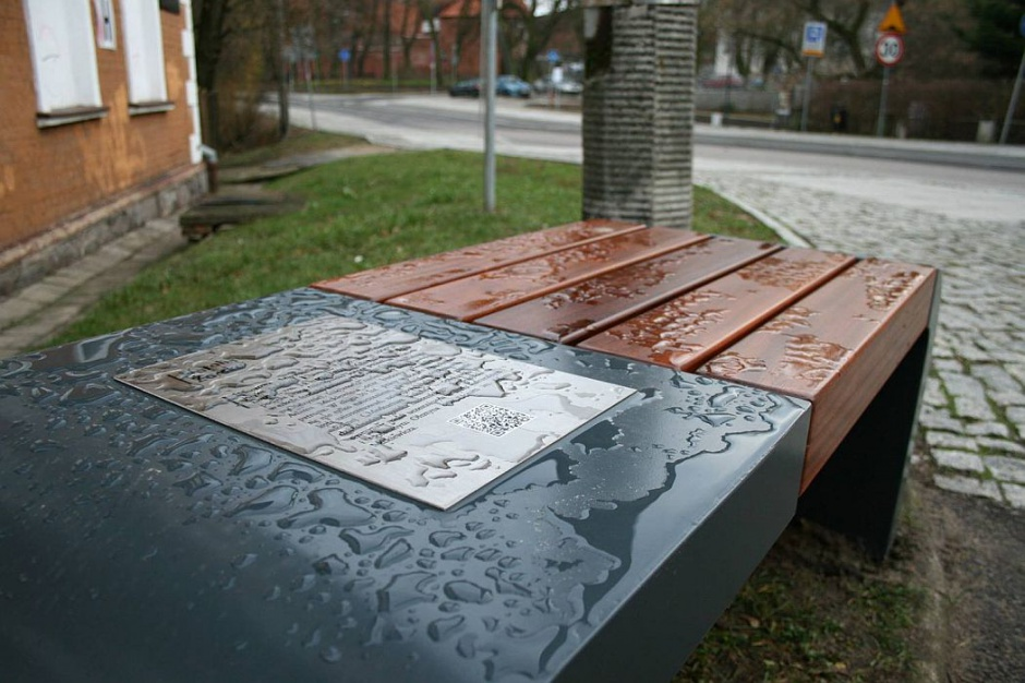 Osiedle Grunwaldzkie ma ławki poświęcone patronom ulic