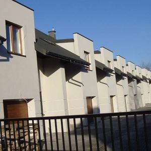 KL Pro powoli kończy domy w Kobyłce