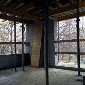 Rośnie konstrukcja budynku osiedla Przy Woronicza