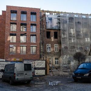 Apartamenty na Koszykowej pięknieją z dnia na dzień
