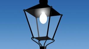 Deweloper nie chce płacić za oświetlenie osiedla