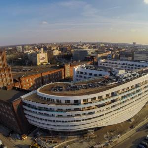 Corian pokrył w całości elewację OVO Wrocław