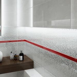 Jasna łazienka - sposób na wąskie przestrzenie
