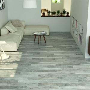 Salon z drewnianym akcentem