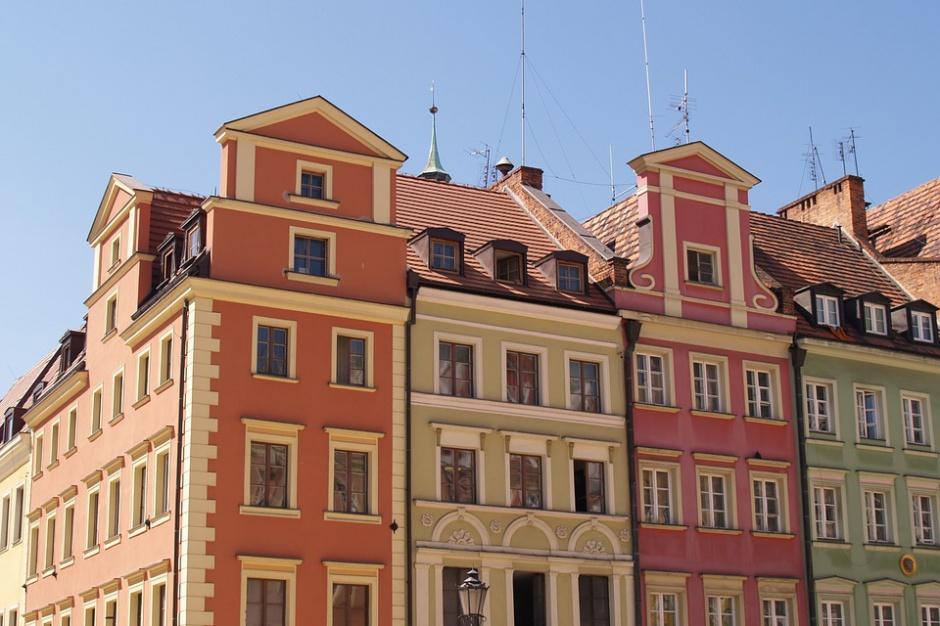 Ile metrów mieszkania można kupić za pensję?