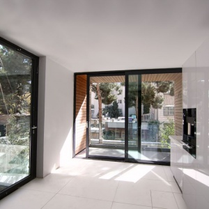 Dom z ruchomymi balkonami