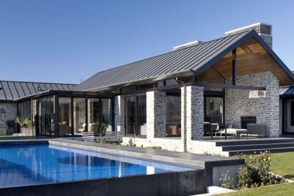 Zobacz nowoczesny dom z basenem