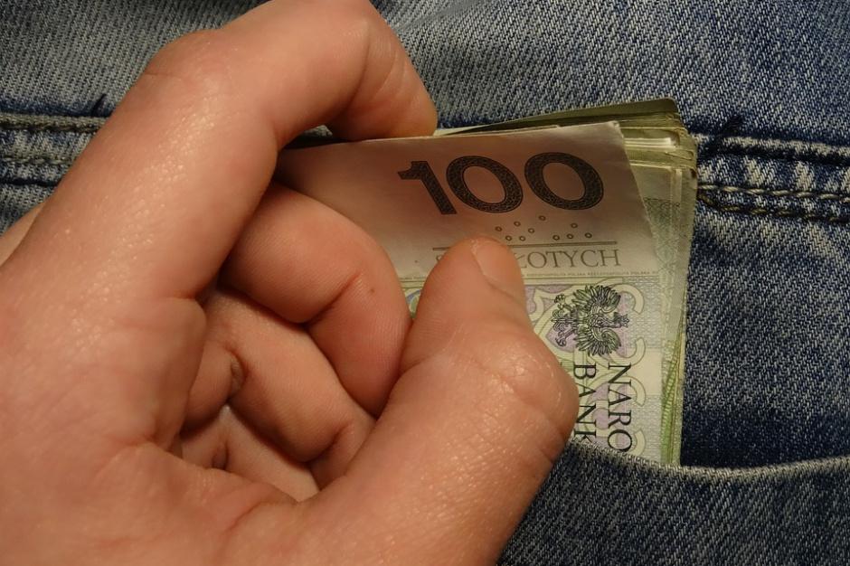 Dobre wieści dla frankowiczów? Kolejny bank uwzględni ujemne stopy