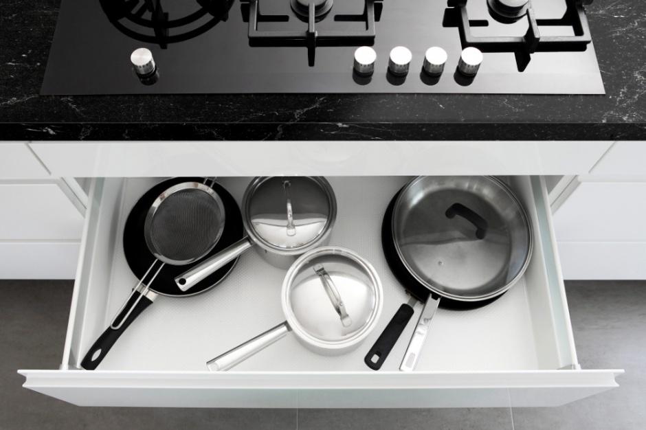 Modna kuchnia: Postaw na ciemny blat