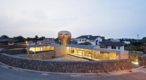 Wind House: Dom ze złotą kaczką
