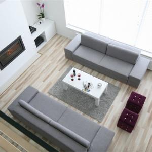 Szara kanapa w roli głównej