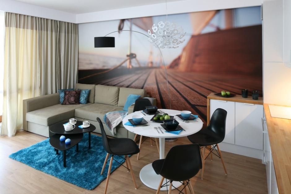 Modernistyczny czy glamour? Urządzamy salon w małym mieszkaniu