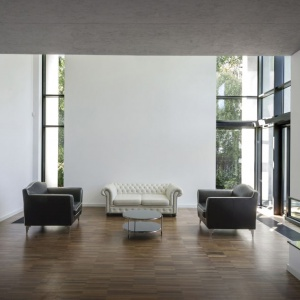 Dom w Klaudynie: Rezydencja z charakterem modernistycznego pawilonu