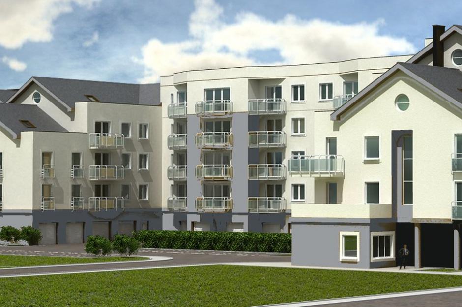 Waniliowy Dom komponuje się z architekturą małych osiedli