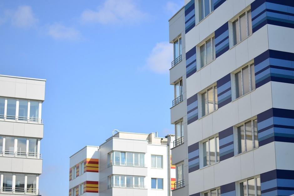 Jedno mieszkanie: Trzy umowy
