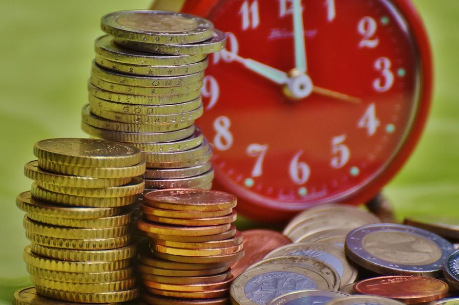 Bank Anglii prognozuje płytszą recesję, ale dłuższe wychodzenie z niej