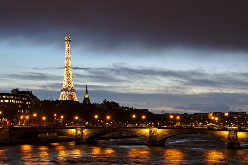 Francja: mniej zużytej energii, mniej śmieci; izolacja wyludniła Paryż