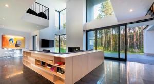Top trendy okienne: szklane ściany i powrót do natury