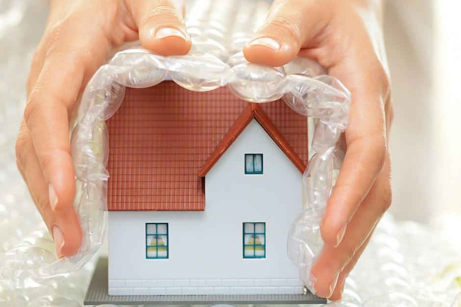 Ubezpieczenie nieruchomości. Jaka polisa ochroni twój dom od szkód wyrządzonych przez trąbę powietrzną?