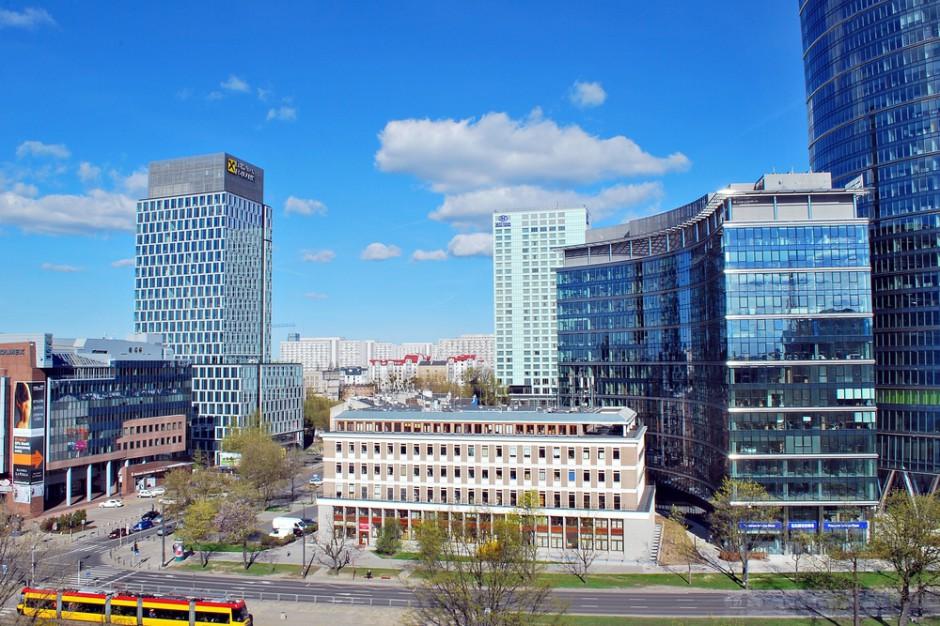 Warszawa: Od września większa strefa płatnego parkowania i być może wyższe kary za brak opłaty za postój