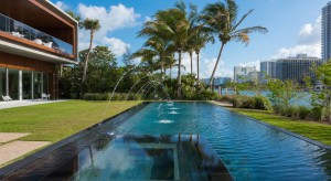 Luksusowy dom na Florydzie z basenem i prywatną laguną