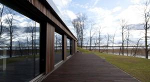 Budowa domu. Drewniana elewacja w cenie