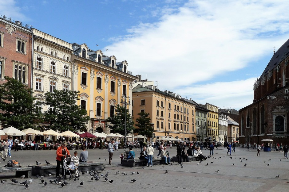 Kraków zdezynfekuje chodniki i odradza korzystanie z placów zabaw