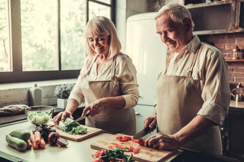Płock dostarcza obiady do domu dla potrzebujących, w tym dzieci i seniorów
