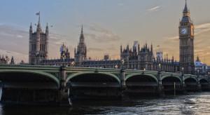 Financial Times o handlu ludźmi i pracy przymusowej w brytyjskiej branży budowlanej
