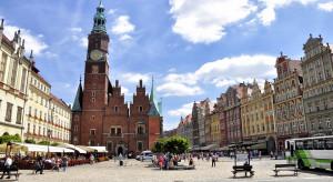We Wrocławiu mieszkańcy coraz częściej wybierają inny środek transportu zamiast samochodu