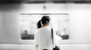 Komu (z) metrem po drodze? – biurowce vs. mieszkania