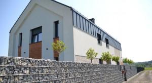 Nowoczesne domy o konstrukcji stodoły? Poznaj zalety takiego budownictwa