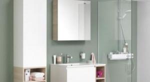 Aranżacja łazienki. Czy otwarte półki mogą być praktyczne?