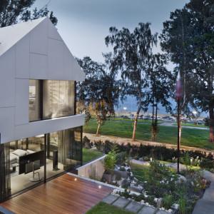 Nadmorska rezydencja na skarpie. Nowe spojrzenie na dom luksusowy