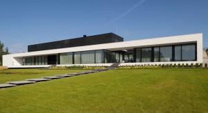 Zobacz nowoczesny dom wybudowany nad jeziorem