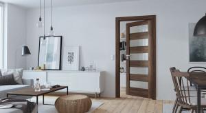 Klasyczne kolory drewna: modna ozdoba wnętrza