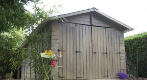 Konserwacja drewnianej elewacji. Jak przygotować i przeprowadzić prace?
