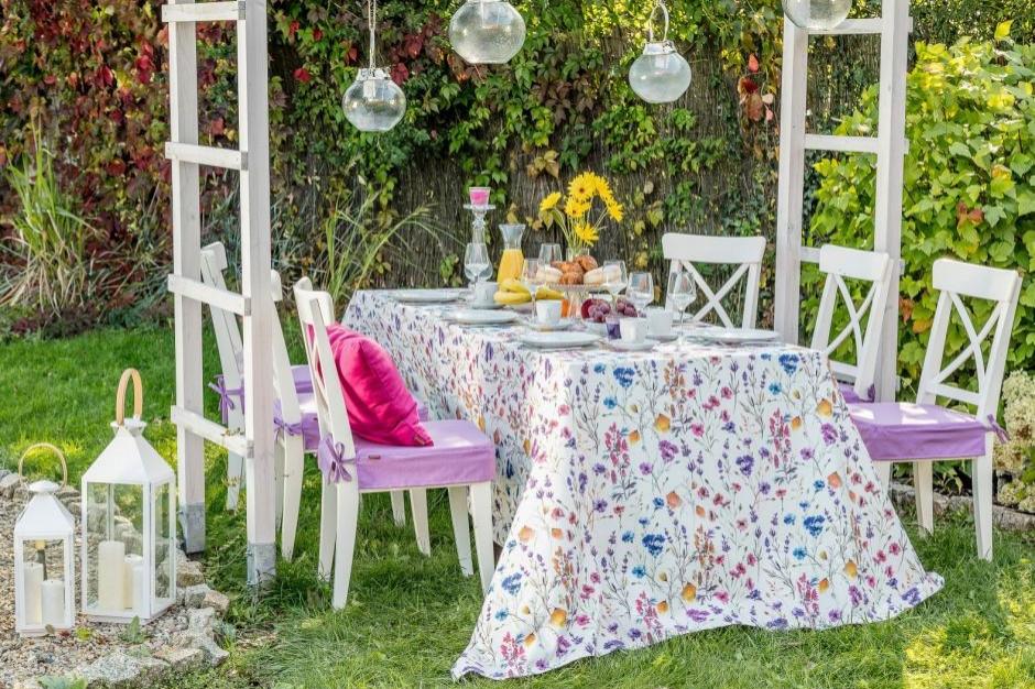 Z jadalni do grodu - aranżacja garden party