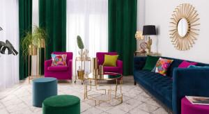 Firany i zasłony w nowoczesnym salonie