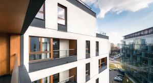 Okna w budynku: sposób na odpowiednie doświetlenie mieszkań